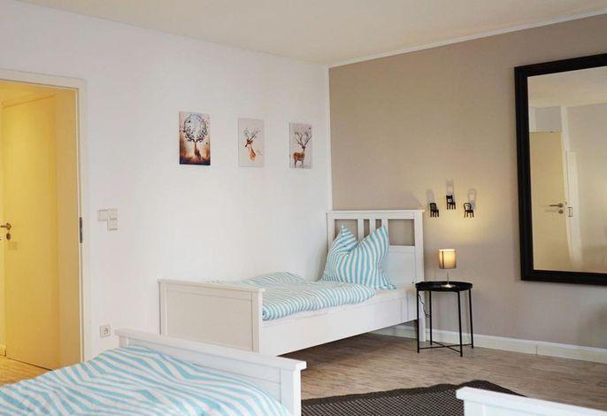 Großzügige Ferienwohnung in Mönchengladbach mit Terrasse, (Mönchengladbach), LHS07644 Neu