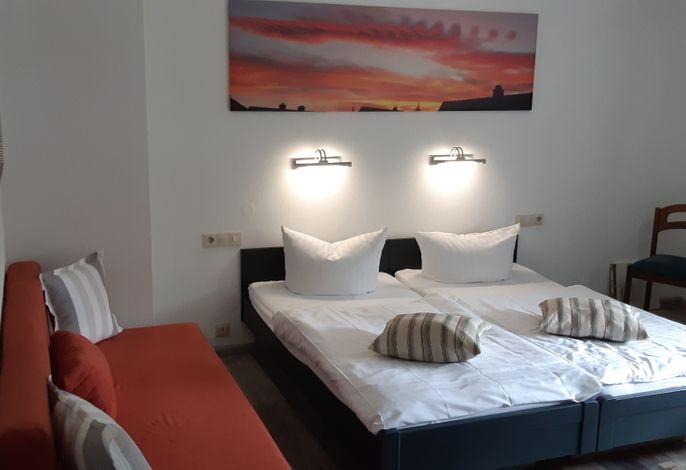 Modernes Doppelzimmer, auch für 3 Personen/Kinder/Jugendliche möglich