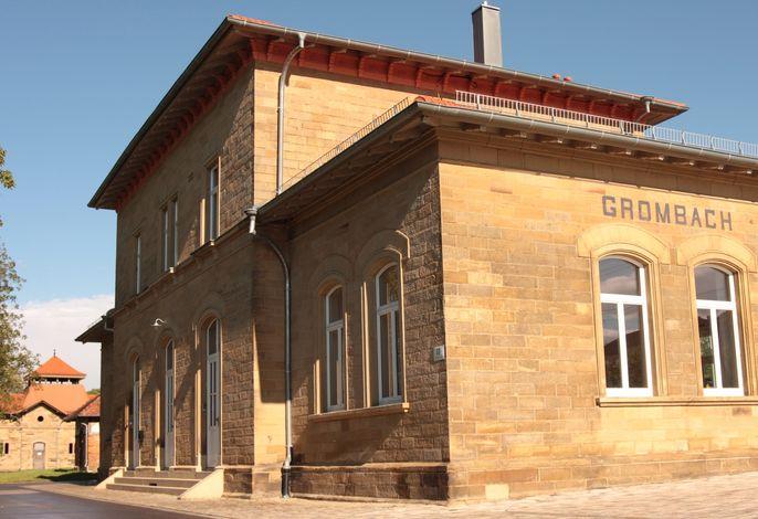 Bahnhof Grombach - das Gebäude, in dem sich die Ferienwohnungen / Apartments befinden