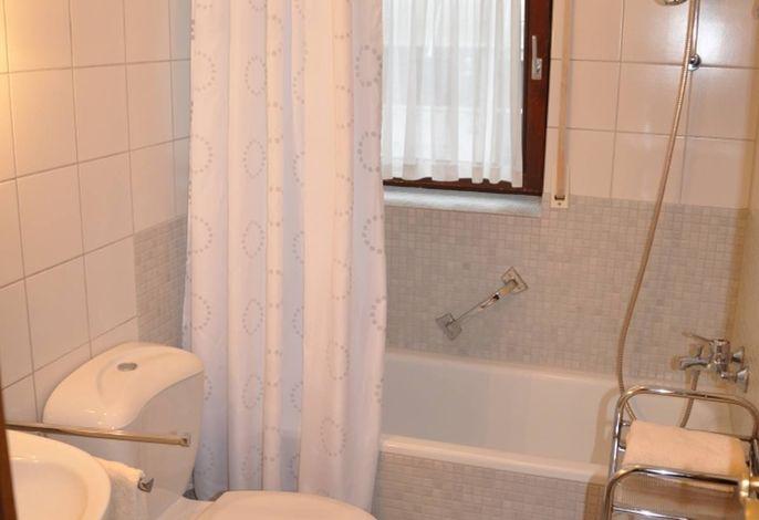 Badezimmer-Ferienwohnung4-Langenargen.jpg