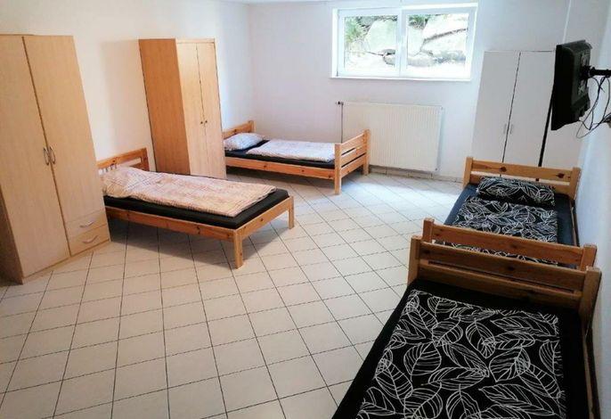Schlafzimmer mit fünf Einzelbetten