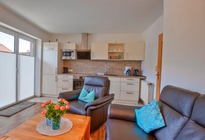 Wohn- Essbereich mit moderner Einbauküche
