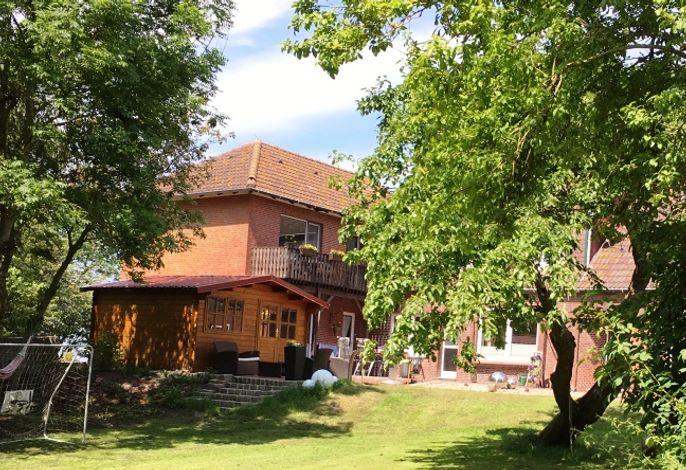 Buschhof im Sommer