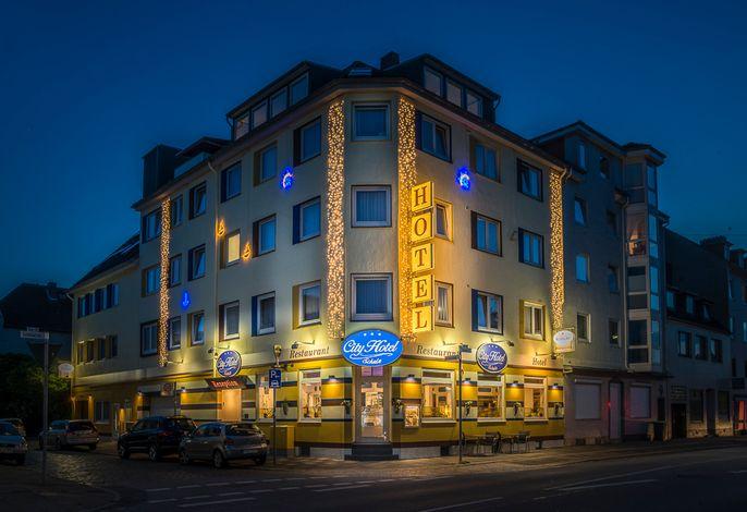 City- Hotel bei Nacht
