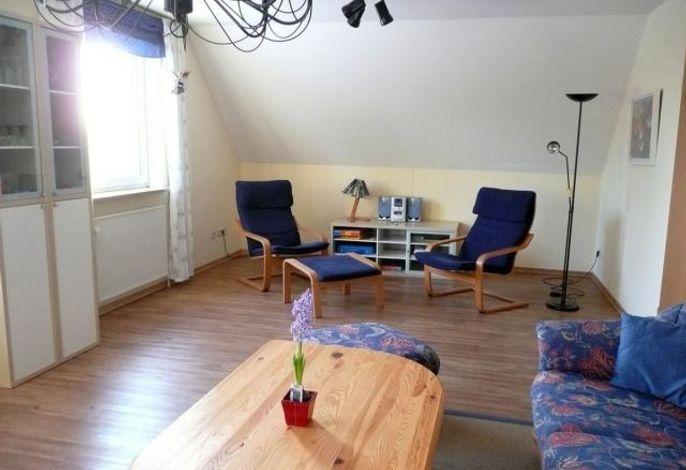 Separte Sitzecke mit viel Licht im Wohnraum