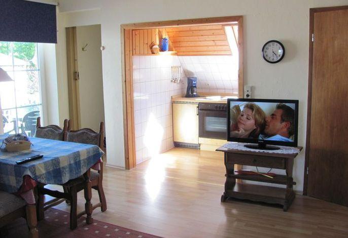Küche, Esstisch & TV