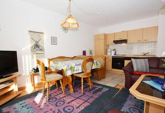 Wohnraum mit offener Küchenzeile