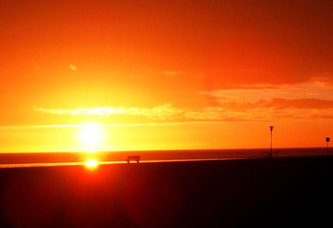 Sonnenuntergang am Hauptstrand