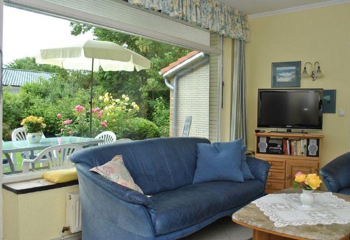 Wohnbereich mit Zugang zur Terrasse