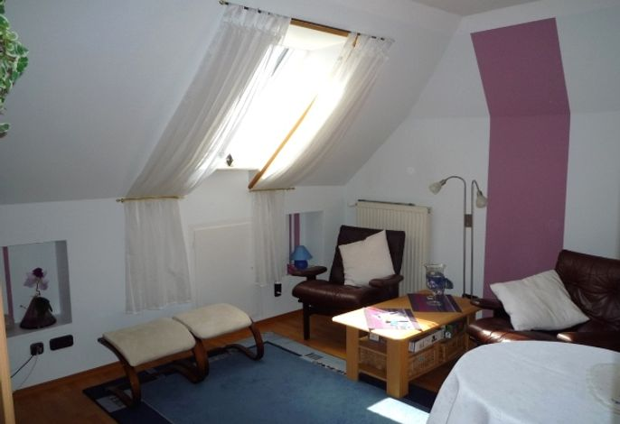 Gemütler Wohnraum mit 2 Relax-Sesseln