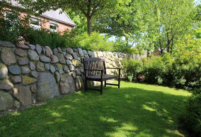 Großer Garten mit auch schattigen Plätzen