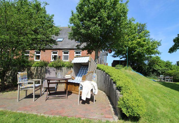 Großer Garten, je Wohnung eine Terrasse, viel Platz und Ruhe