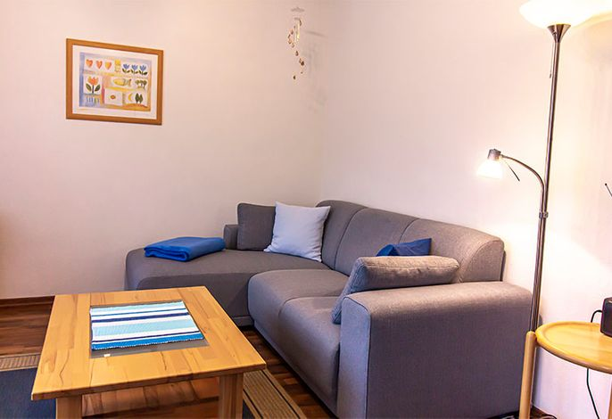 gemütliches Sofa im Wohnraum