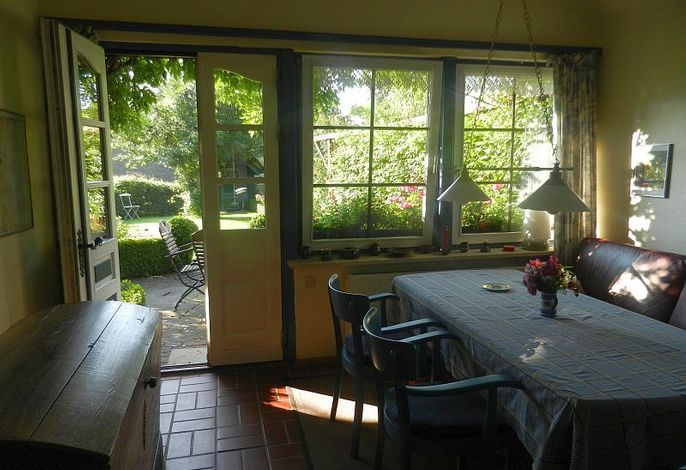 Ausblick von der Küche in den Garten