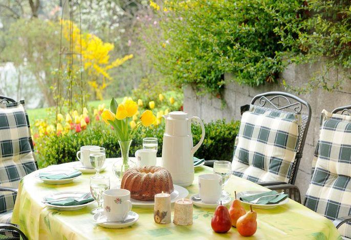 Fewo Magerite - Tisch auf der Terrasse