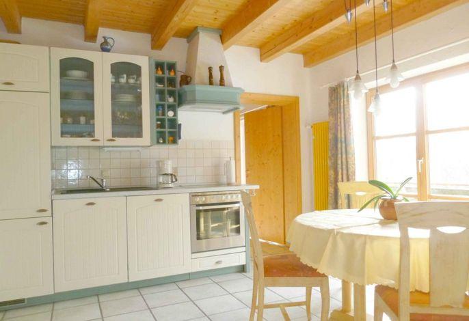 Fewo Stoffelberg: Wohnküche mit E-Herd, Backofen, Spülmaschine, Mikrowelle, Kaffeemaschine usw.