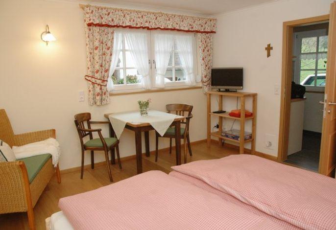 Wohn und Schlafzimmer der Ferienwohnung