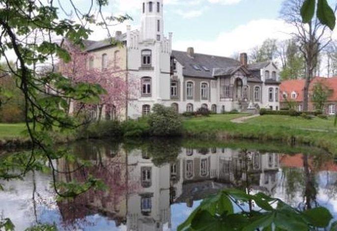 Herrenhaus mit Teich