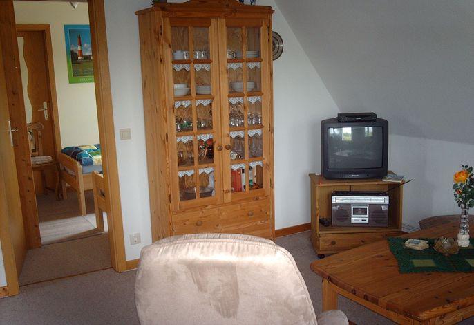 Wohnzimmer mit Blick ins Schalfzimmer