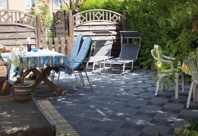 Sonnige Terrasse für schöne Sommerabende