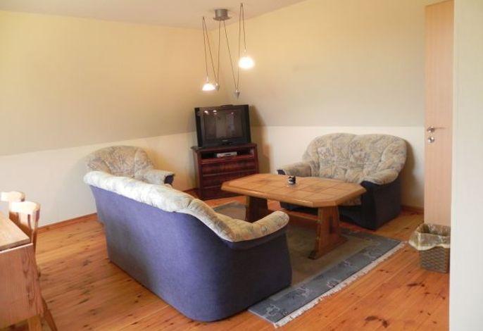 Wohnzimmer mit Sitzecke und Essplatz