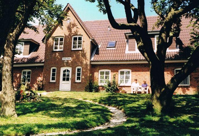Der Friesenhof mit Bauerngarten