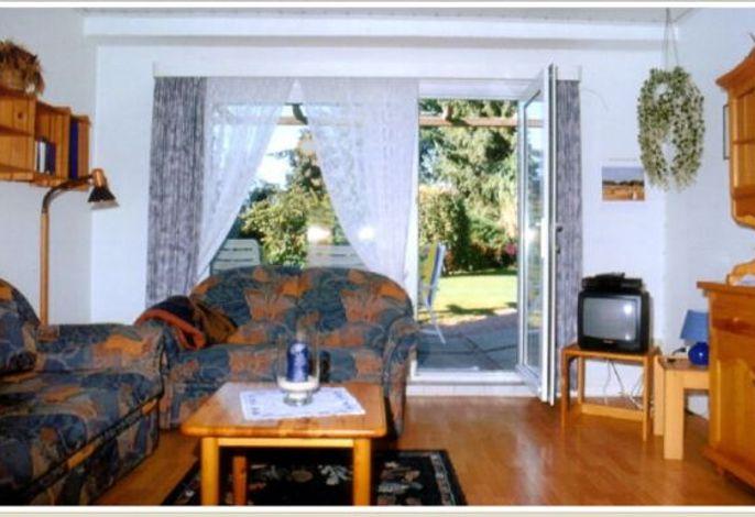 Wohnzimmer mit Zugang zur Terasse