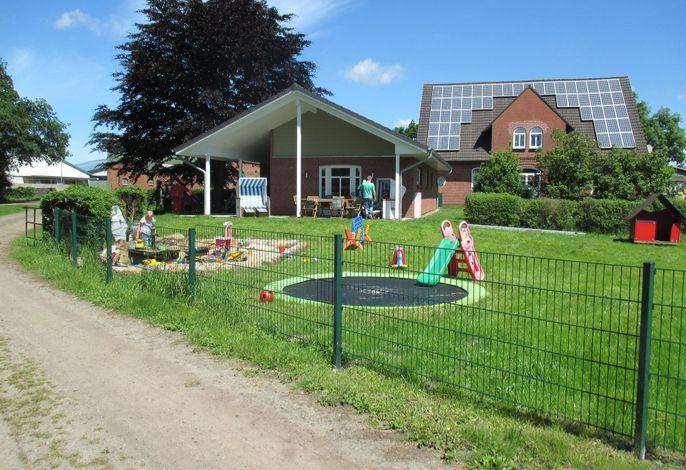 Spielplatz vor dem Gemeinschaftsraum