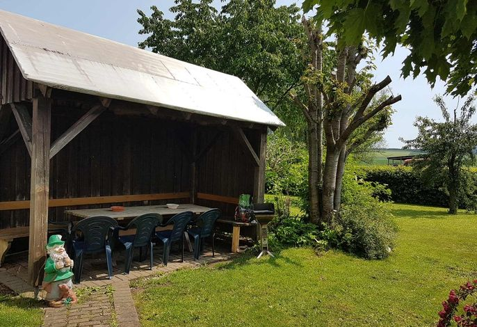 Freisitz im Garten mit Grillmöglichkeit