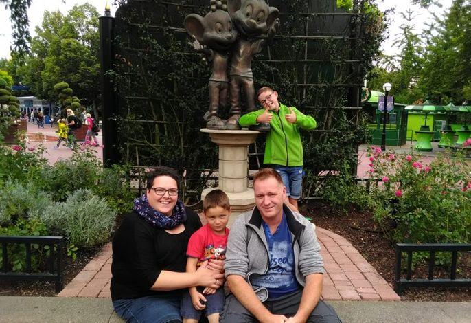 Das sind wir: Stefanie und Christian mit Gabriel und Jonathan