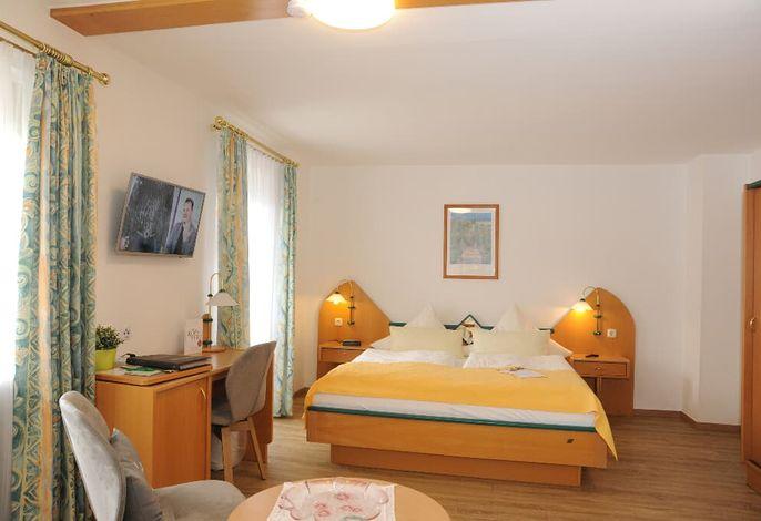 Doppelzimmer Comfort mit Balkon+Vierbettzimme2r.jpg