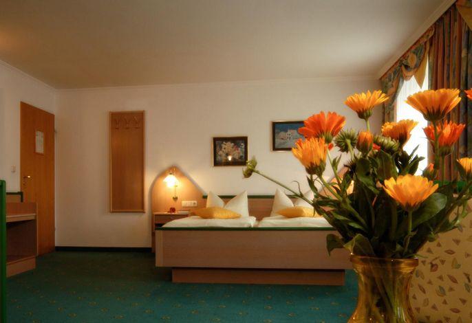 Hotel Gross großes Doppelzimmer mit Erker in der 1. Etage
