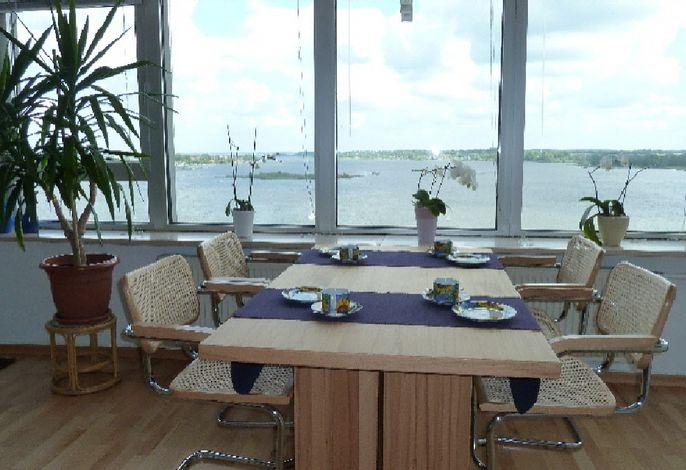 Ihr Frühstückstisch = Logenplatz mit Aussicht auf die Schlei