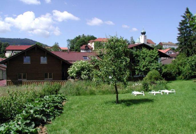 Garten mit großer Liegewiese
