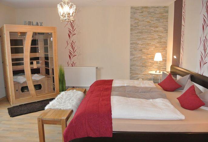 Schlafzimmer mit Infrarotkabine