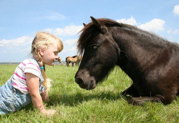 Lena mit Pony Walli
