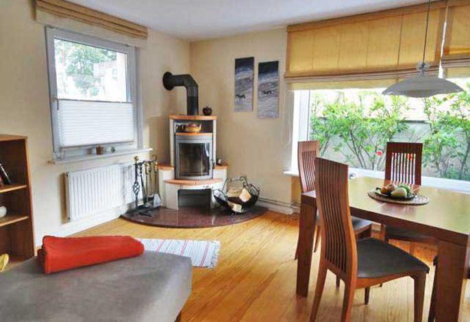 Ferienwohnung Sonne Wohnzimmer mit Kamin (Haus Struve)