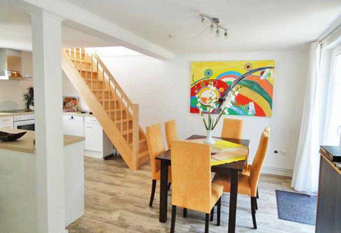 Ferienwohnung Mond im Haus Struve, Eßplatz in der offenen Küche im EG