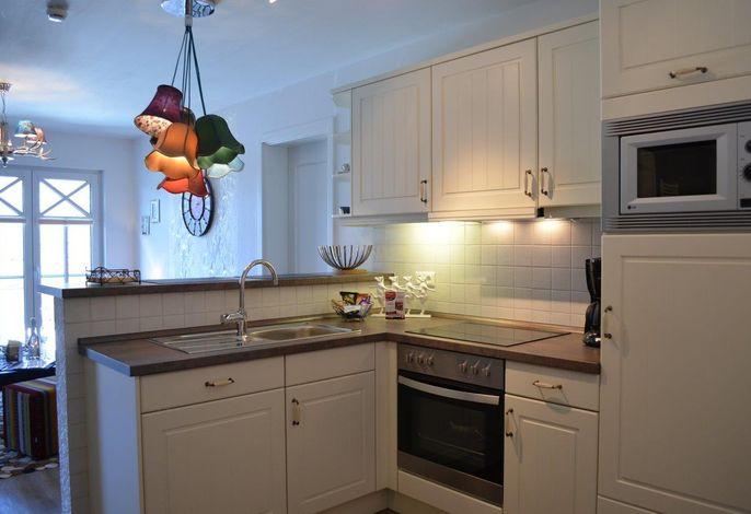 Küche mit Tresenbereich