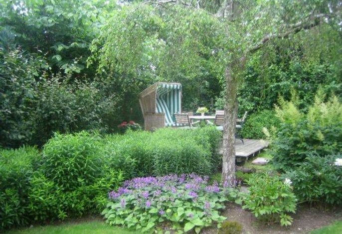 Garten mit gemütlicher Sitzecke zum Erholen