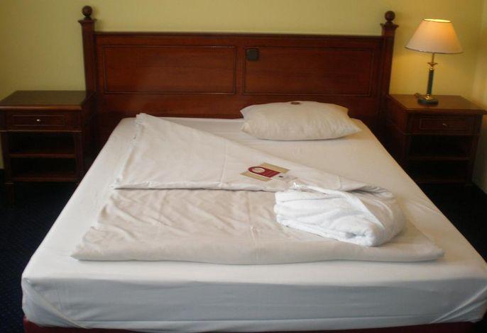 Standard Zimmer mit Queensize-Bett , Golfplatzseite