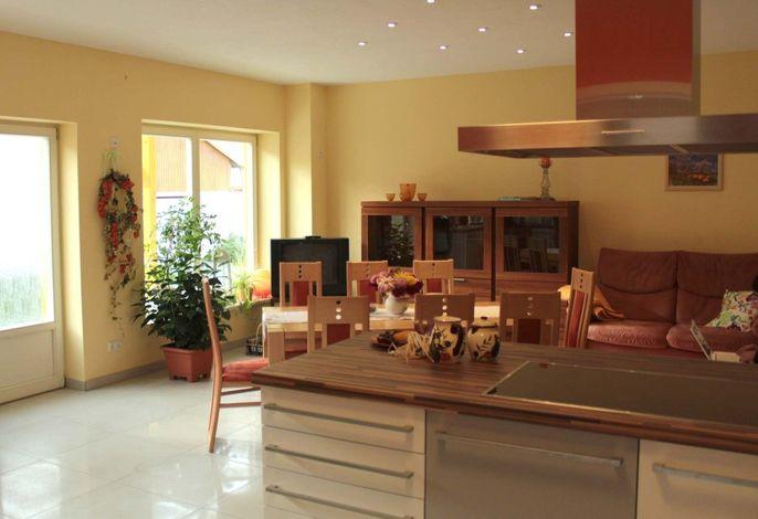 Großzügige Wohnküche in der unteren Ferienwohnung