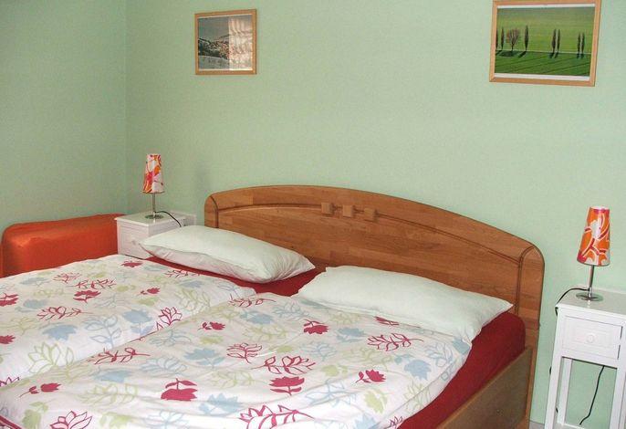 Schlafzimmer in der unteren Ferienwohnung