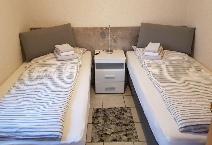 Schlafzimmer, 2 Einzelbetten zusammenstellbar