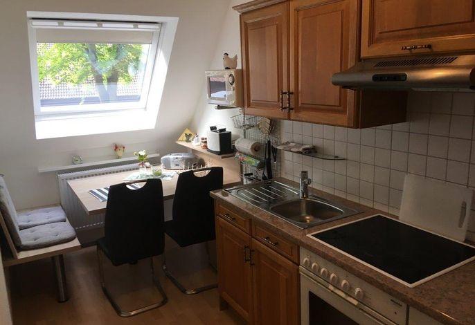 Küche mit Sitzgelegenheit