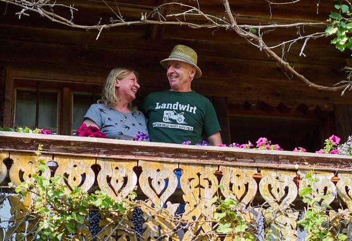 Bäuerin Emmi und Bauer Flori sind gern am Hof mit ihren Tieren und Feriengästen