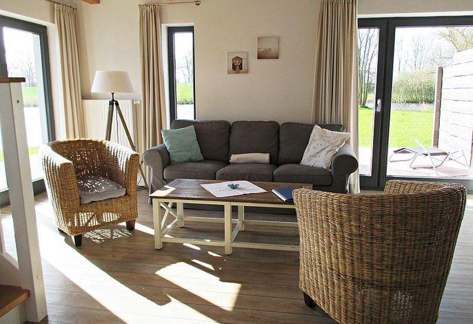 Modernes Wohnzimmer mit Zugang zur Terasse