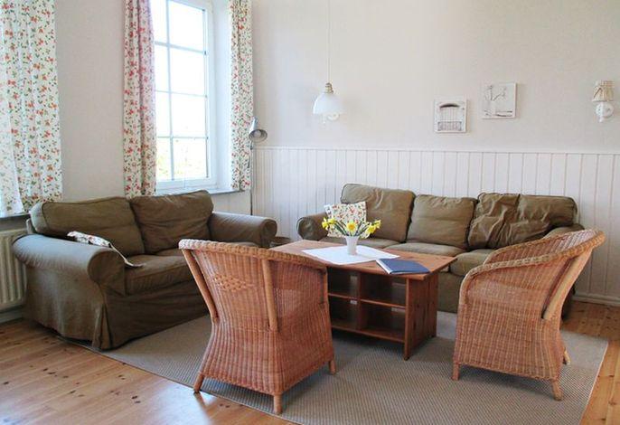 Wohnbereich mit gemütlichen Sofas und Sesseln