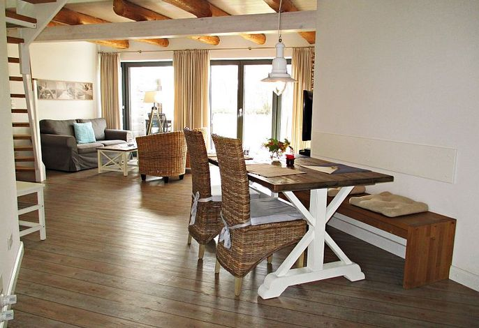 Offener Wohnbereich, sehr hell und modern eingerichtet