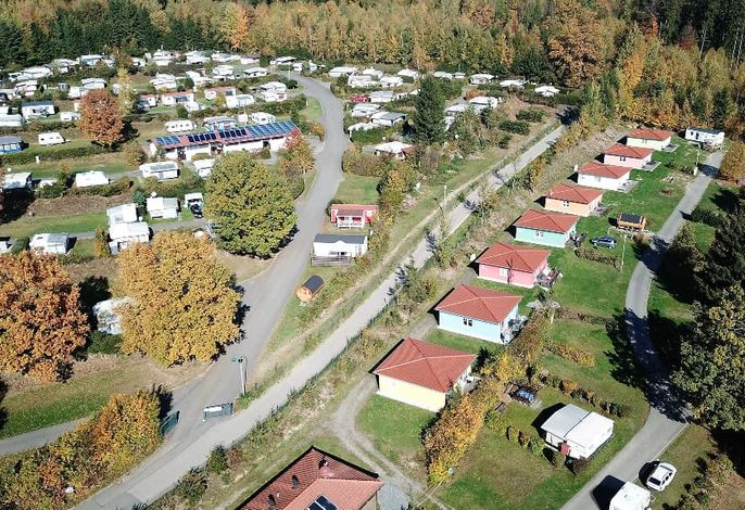 8 Ferienhäuser + 10 Mobilheime am See